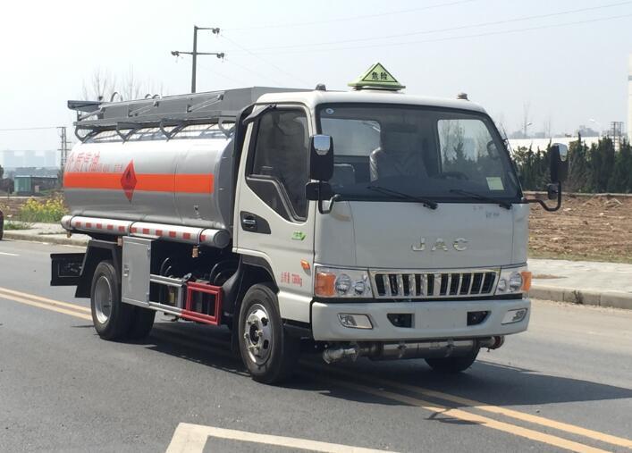 江淮5吨油罐车