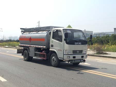 万博网页版登录首页多利卡5吨油罐车