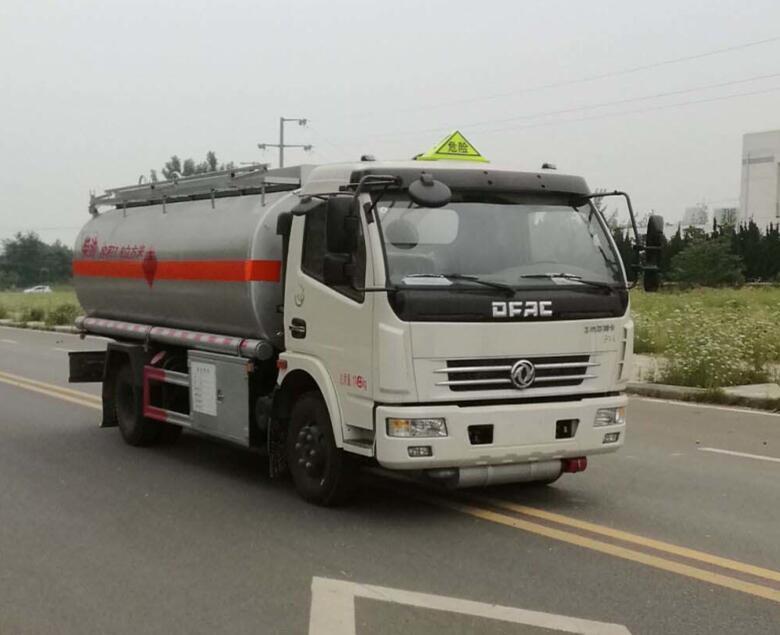 万博网页版登录首页多利卡8-10吨运油油罐车
