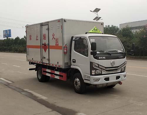 专威牌HTW5072XRYE6型易燃液体厢式运输车
