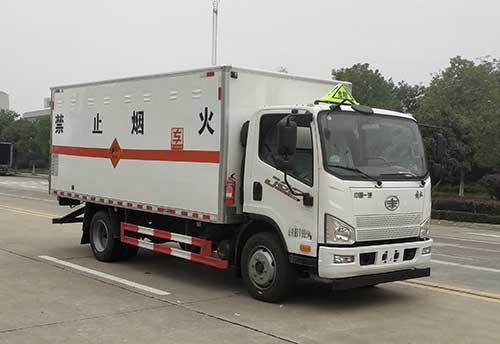 专威牌HTW5122XQYCA6型爆破器材运输车