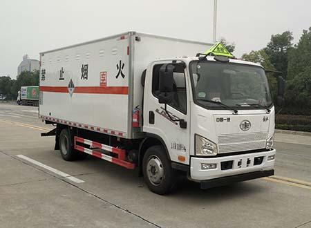 专威牌HTW5123XZWCA6型杂项危险物品厢式运输车