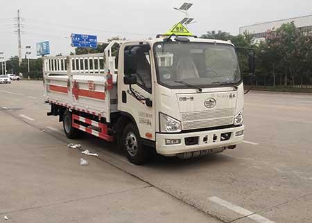 专威牌HTW5040TQPCA6型气瓶运输车